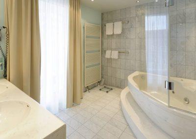 Mercure Hotel Dortmund Centrum Badezimmer Suite